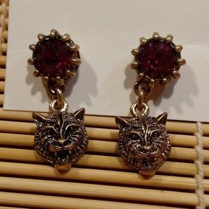 💥🆕💥🐅 Red Rhinestone Accented Tiger Earrings